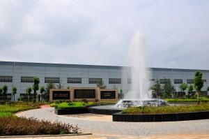 长沙电机厂-位于公司办公区的绿化广场,中间位喷泉