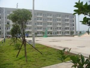长沙电机厂有限公司-员工宿舍,前面是篮球场